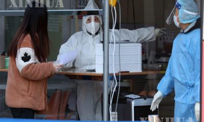 တောင်ကိုရီးယားနိုင်ငံ ဆိုးလ်မြို့တွင် ကိုဗစ်-၁၉ ရောဂါ စစ်ဆေးပေးနေသည်ကို ဒီဇင်ဘာ ၁၄ ရက်က တွေ့ရစဉ်(ဆင်ဟွာ)