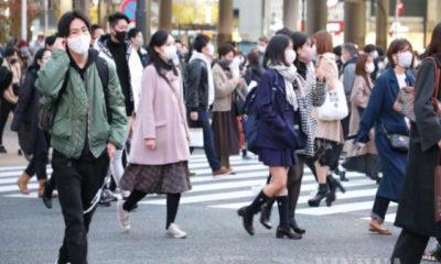 ဂျပန်နိုင်ငံ တိုကျိုမြို့တွင် နှာခေါင်းစည်းတပ်ဆင်ထားသူများ သွားလာနေကြသည်ကို တွေ့ရစဉ် (ဆင်ဟွာ)