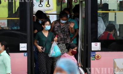 ရန်ကုန်မြို့တွင နှာခေါင်းစည်း တပ်ဆင်သွားလာသူများအား တွေ့ရစဉ်(ဆင်ဟွာ)