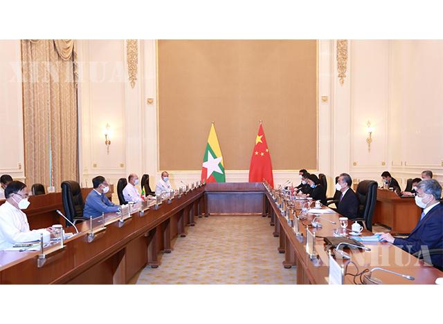 တရုတ်နိုင်ငံ နိုင်ငံတော်ကောင်စီဝင်၊နိုင်ငံခြားရေးဝန်ကြီး ဝမ်ရိနှင့် မြန်မာနိုင်ငံ နိုင်ငံတော်အတိုင်ပင်ရုံးဝန်ကြီး ဦးကျော်တင့်ဆွေတို့ ဇန်နဝါရီ ၁၁ ရက်က နေပြည်တော်၌ တွေ့ဆုံဆွေးနွေးစဉ်(ဆင်ဟွာ)