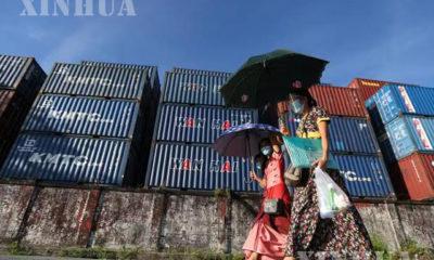 ပုံစာ - ရန်ကုန်မြို့၌ နှာခေါင်းစည်း တပ်ဆင်၍ သွားလာသူများအား တွေ့ရစဉ်(ဆင်ဟွာ)