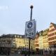 ဂျာမနီနိုင်ငံ Frankfurt မြို့ Römerberg ရင်ပြင် ရှိ လူများနှာခေါင်းစည်းဝတ်ဆင်ရန် သတိပေးသည့်ဆိုင်းဘုတ်အား ဇန်နဝါရီ ၂၀ ရက်၌ တွေ့ရစဉ်(ဆင်ဟွာ)