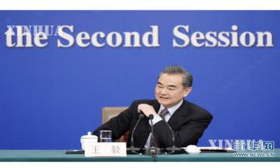 တရုတ်နိုင်ငံ နိုင်ငံတော်ကောင်စီဝင် ၊ နိုင်ငံခြားရေးဝန်ကြီး ဝမ်ရိ အား သတင်းစာရှင်းလင်းပွဲ တစ်ခုတွင် မြင်တွေ့ရစဉ် (ဆင်ဟွာ)