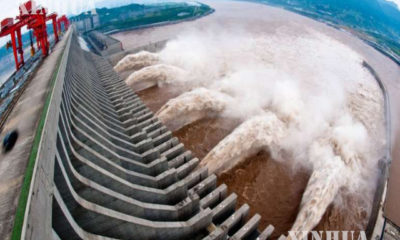 တရုတ်နိုင်ငံ အလယ်ပိုင်း ဟူပေပြည်နယ်ရှိ မြစ်ကျဉ်းသုံးသွယ်ရေကာတာအား မြင်တွေ့ရစဉ် (ဆင်ဟွာ)