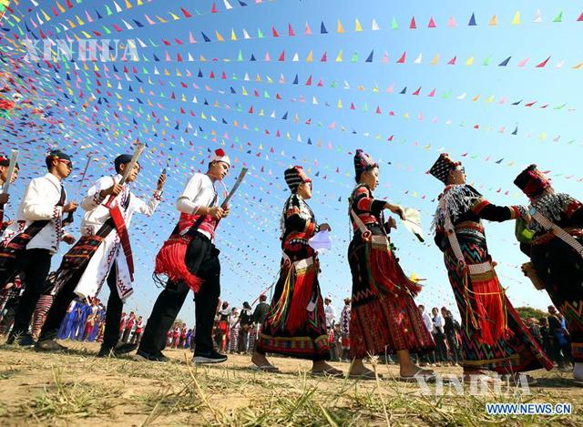 ၂၀၁၉ ခုနှစ်အတွင်း ရန်ကုန်မြို့၌ ပြုလုပ်ခဲ့သော သွေးချင်းတို့ရဲ့ပွဲတော်ဆီ ပွဲတော်ကျင်းပမှု မြင်ကွင်းတစ်ခုအား တွေ့ရစဉ်(ဆင်ဟွာ)