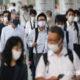 ဂျပန်နိုင်ငံ တိုကျိုမြို့တွင် လူများ နှာခေါင်းစည်းတပ်၍ သွားလာလှုပ်ရှားနေသည် ကိုမြင်တွေ့ရစဉ်(ဆင်ဟွာ)