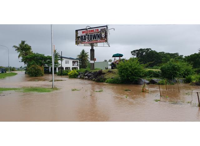 ဖီဂျီနိုင်ငံ Viti Levu ကျွန်းရှိ Ba မြို့တွင် ရေဖုံးလွှမ်းနေသည်ကို ဇန်နဝါရီ ၂၉ ရက်က တွေ့ရစဉ် (ဓာတ်ပုံ- FIJI SUN/Handout via Xinhua)