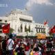 ယနေ့ ဖေဖော်ဝါရီ ၇ ရက် ရန်ကုန်မြို့တော်ခန်းမ အနီး ဆန္ဒထုတ်ဖော်နေသူများအား တွေ့ရစဉ်(ဆင်ဟွာ)