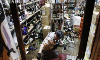 ဂျပန်နိုင်ငံ ဖူကူရှီးမားစီရင်စု ဖူကူရှီးမားမြို့တွင် အင်အားပြင်းငလျင်လှုပ်ခတ်မှုကြောင့် ဆိုင်ခန်းအတွင်း ပစ္စည်းများ ပြုတ်ကျပျက်စီးခဲ့သည်ကို ဖေဖော်ဝါရီ ၁၃ ရက်က တွေ့ရစဉ်(ဆင်ဟွာ)