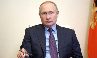 ရုရှားနိုင်ငံ သမ္မတ ပူတင်က ကာကွယ်ဆေး ထုတ်လုပ်မှု အစည်းအဝေးတစ်ခုကို video link မှတစ်ဆင့် မတ် ၂၂ ရက်တွင် တက်ရောက်နေစဉ်(ဓာတ်ပုံ - Kremlin photo)