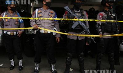 အကြမ်းဖက်သံသယတရားခံများဖမ်းဆီးရမိသော နေရာဖြစ်သည့် အင်ဒိုနီးရှားနိုင်ငံ အရှေ့ဂျာဗားပြည်နယ်၌ မတ် ၂၉ ရက်တွင် လုံခြုံရေး ဆောင်ရွက်နေသော အင်ဒိုနီးရှားရဲတပ်ဖွဲ့ အကြမ်းဖက်မှုတန်ပြန်တိုက်ဖျက်ရေးအဖွဲ့မှ အရာရှိများအားတွေ့ရစဉ်(ဆင်ဟွာ)