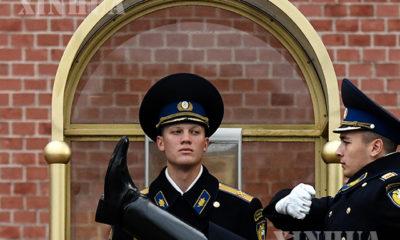 မော်စကိုမြို့တွင် တာဝန်ထမ်းဆောင်နေသောရုရှားလုံခြုံရေး တပ်ဖွဲ့ဝင်နှစ်ဦးအားတွေ့ရစဉ်(ဆင်ဟွာ)