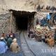 ပါကစ္စတန်နိုင်ငံ၏ အနောက်တောင်ပိုင်း Balochistan ပြည်နယ်၏ မြို့တော် Quetta အနီး Marwar ဧရိယာရှိ Pir Ismail ကျောက်မီးသွင်းပြိုကျပြီးနောက် အပြင်ဘက်တွင်ထိုင်နေသည့် အလုပ်သမားများအား၂၀၁၈ ခုနှစ် မေ ၅ ရက်တွင် တွေ့ရစဉ် (ဆင်ဟွာ)