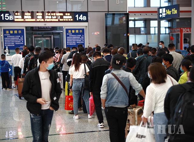တရုတ်နိုင်ငံ၌ လေကြောင်းဖြင့် ခရီးသွားလာသူများအား တွေ့ရစဉ်(ဆင်ဟွာ)