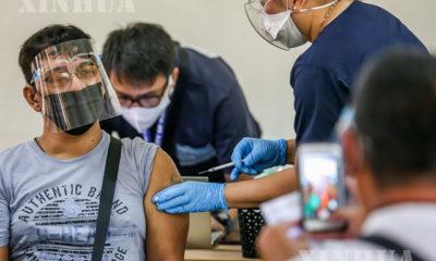 ဖိလစ်ပိုင်နိုင်ငံမနီလာမြို့ရှိ ကာကွယ်ဆေးထိုးနှံရေး နေရာတစ်ခု၌ ဧပြီ ၄ ရက်က တရုတ်နိုင်ငံ Sinovac Biotech ကုမ္ပဏီမှ ထုတ်လုပ်သော CoronaVac ကိုဗစ်ကာကွယ်ဆေး ထိုးနှံပေးနေစဉ်(ဆင်ဟွာ)